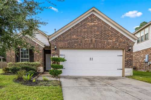 $271,900 - 3Br/2Ba -  for Sale in Waters Edge Sec 18, Houston