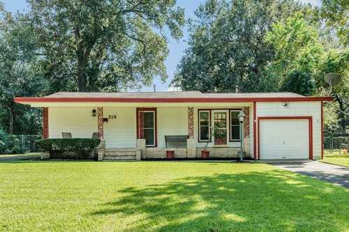 $173,000 - 3Br/1Ba -  for Sale in Lake Jackson (mid-rng), Lake Jackson