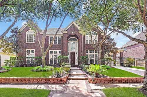 $650,000 - 5Br/6Ba -  for Sale in Bay Oaks Sec 15, Houston