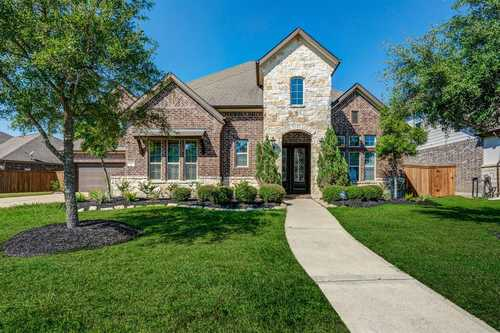 $825,000 - 5Br/5Ba -  for Sale in Towne Lake, Cypress