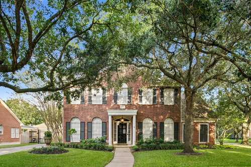 $439,000 - 4Br/4Ba -  for Sale in Greatwood Trails Sec 1, Sugar Land