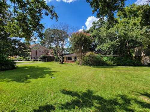 $995,000 - 3Br/2Ba -  for Sale in Braeburn Cntry Club Estates Se, Bellaire