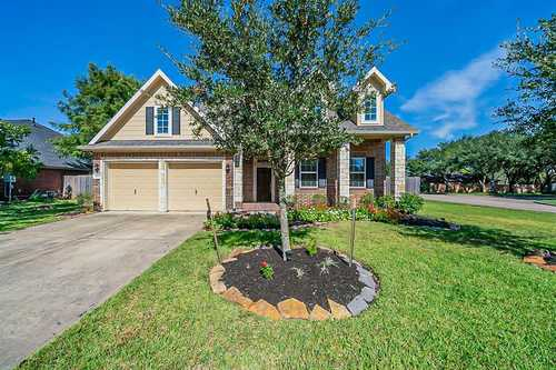 $387,000 - 4Br/3Ba -  for Sale in Oakbrook Estates Sec 1, Pearland