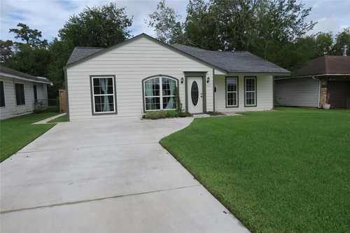 $299,000 - 3Br/3Ba -  for Sale in La Salette Place Sec 04, Houston