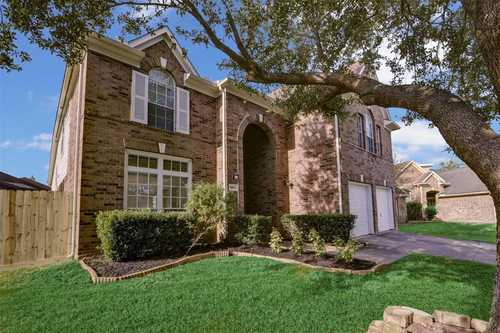 $379,900 - 4Br/4Ba -  for Sale in Park Harbor Estates, Houston