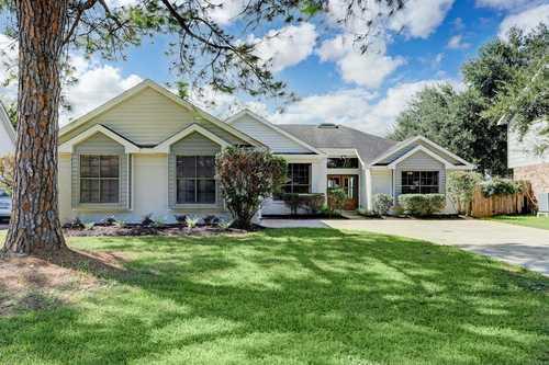 $320,000 - 3Br/2Ba -  for Sale in Meadowgreen Sec 02, Houston