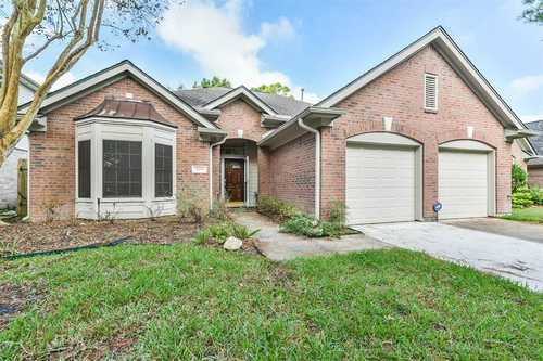 $275,000 - 3Br/2Ba -  for Sale in Baypointe Sec 7, Houston