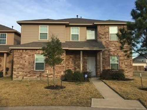 $319,999 - 4Br/3Ba -  for Sale in Villas/canyon Lakes West Sec 01, Cypress