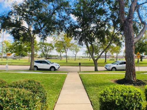 $379,999 - 4Br/3Ba -  for Sale in Colony Bend Sec 4, Sugar Land