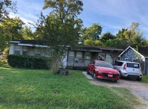 $81,600 - 3Br/1Ba -  for Sale in Home Owned Estates Sec 02, Houston