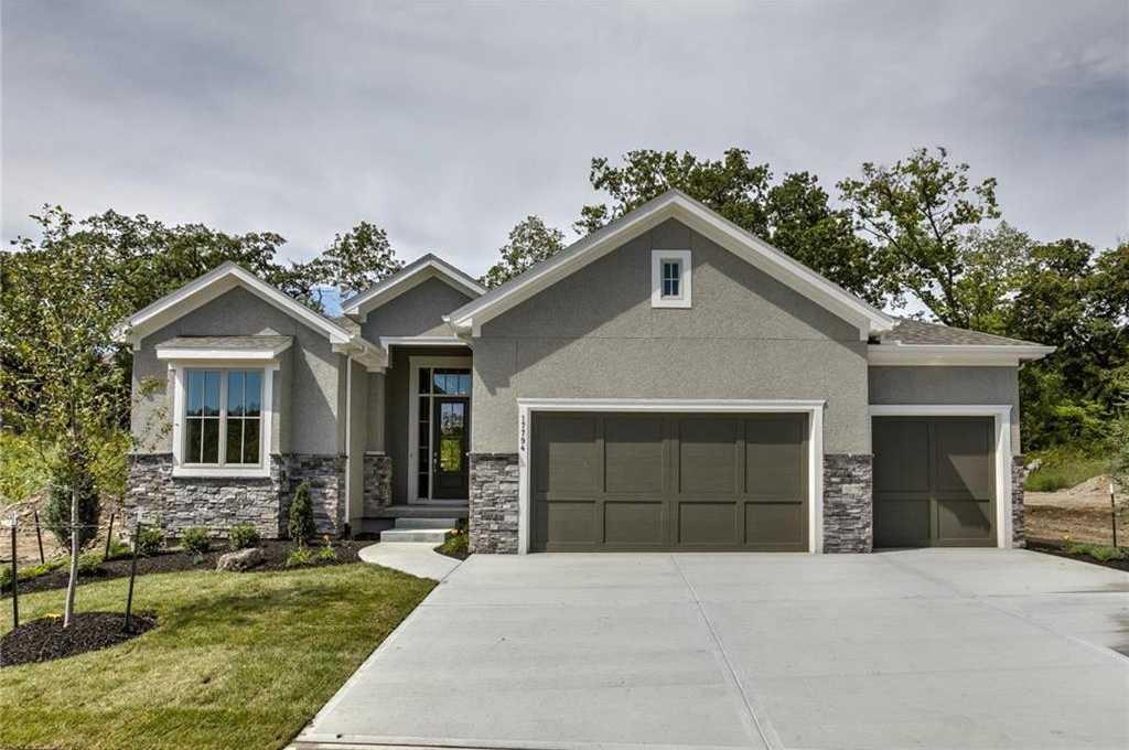 $599,900 - 4Br/3Ba -  for Sale in Cottonwood Canyon, Lenexa