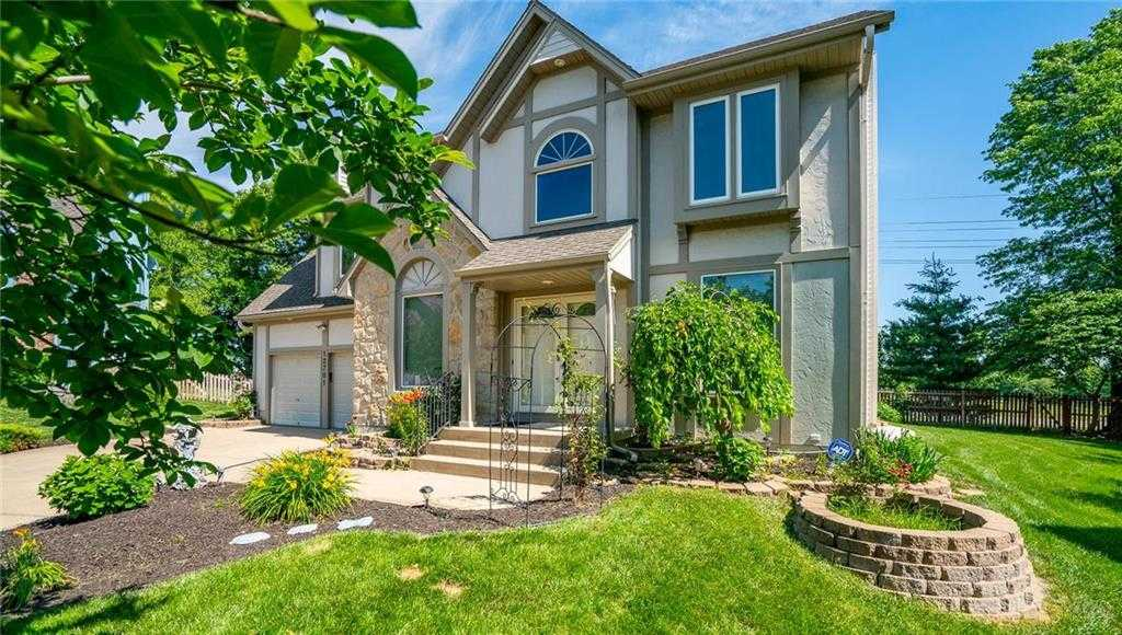 $280,000 - 4Br/3Ba -  for Sale in Amber Meadows, Overland Park