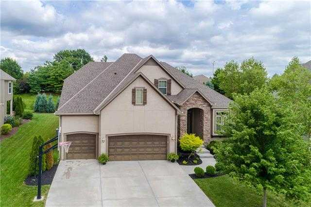 $519,900 - 4Br/4Ba -  for Sale in Wilshire Farms, Overland Park