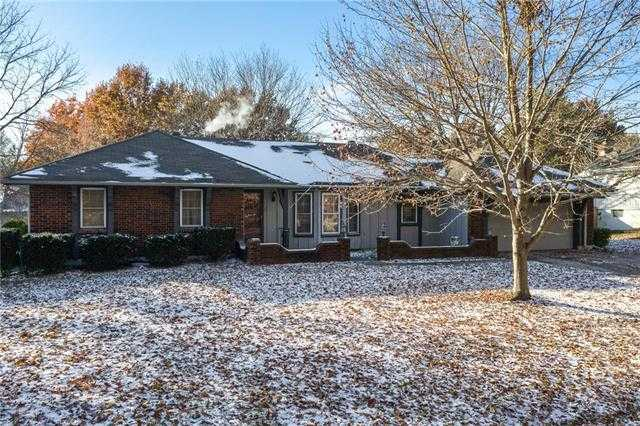 $189,900 - 3Br/3Ba - for Sale in Country Springs, Blue Springs