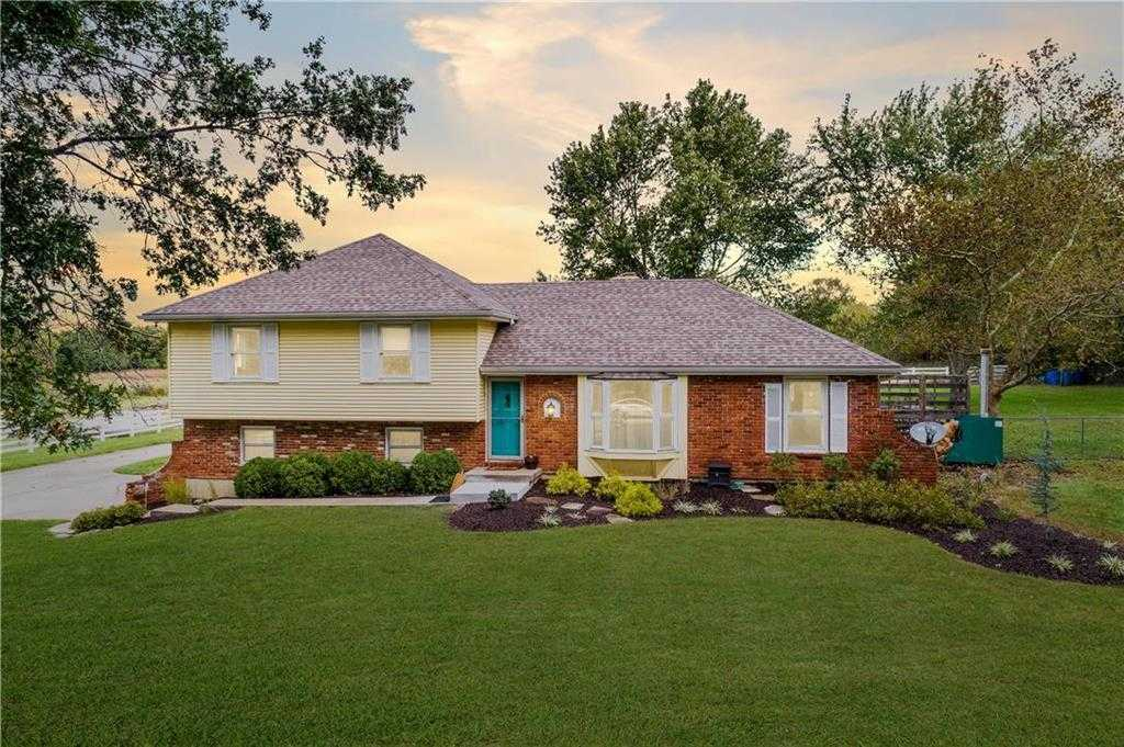 $380,000 - 4Br/3Ba - for Sale in Raymore