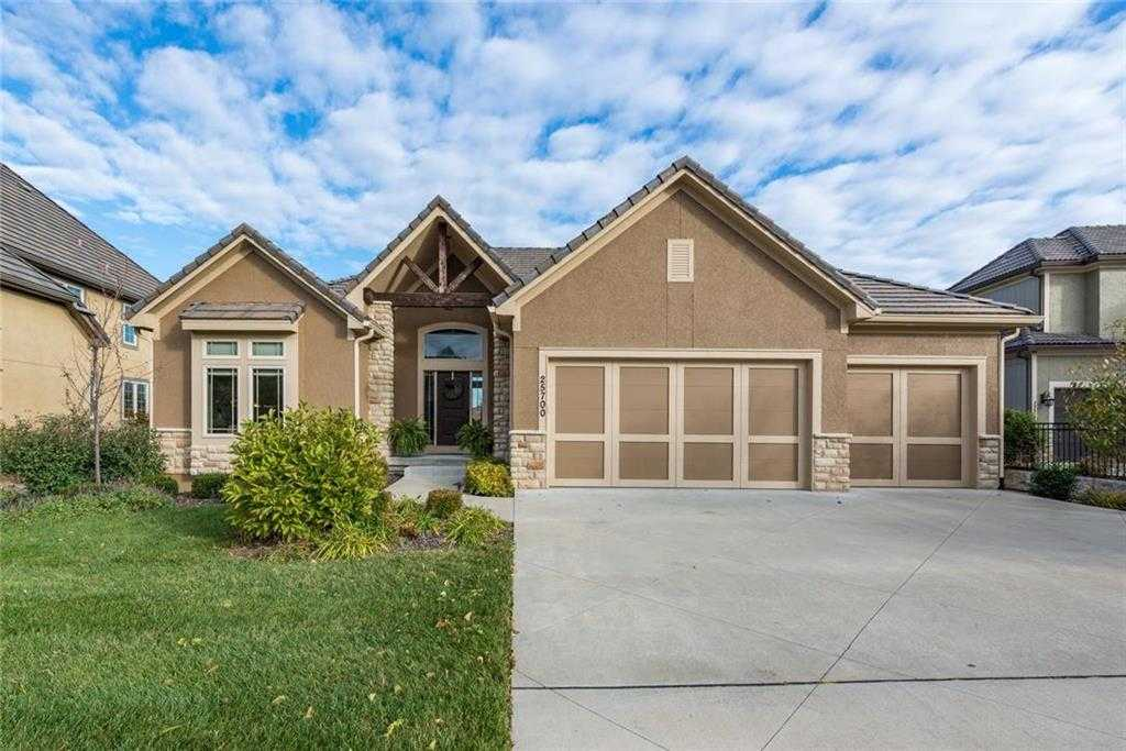 $625,000 - 4Br/4Ba - for Sale in Canyon Creek By The Park, Lenexa