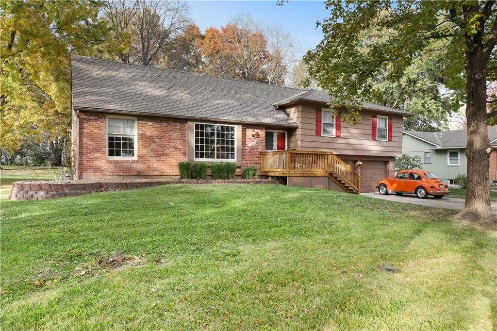 $229,900 - 4Br/2Ba - for Sale in Homestead Estates, Shawnee