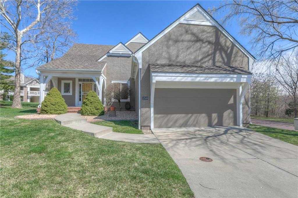 $420,000 - 3Br/3Ba - for Sale in Cottages Of Fairway Woods, Overland Park