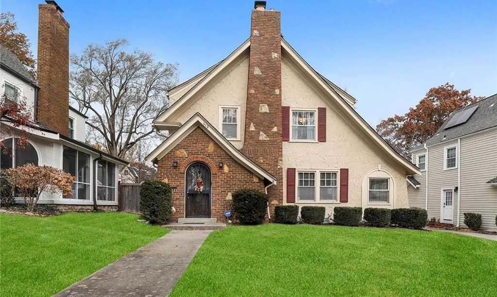 $299,950 - 3Br/2Ba - for Sale in Romanelli Gardens, Kansas City