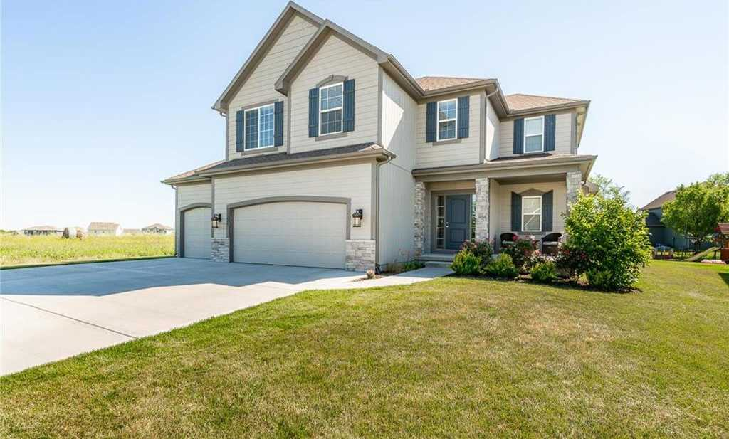 $339,900 - 4Br/3Ba - for Sale in Oak Run Estates, Olathe
