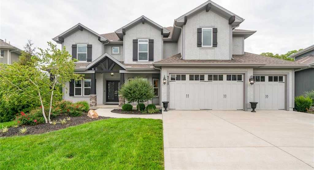 $669,900 - 5Br/5Ba - for Sale in Canyon Creek By The Lake, Lenexa