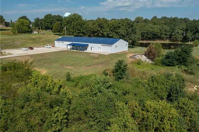 $599,000 - 5Br/3Ba -  for Sale in Laurie's Acres, Blue Springs