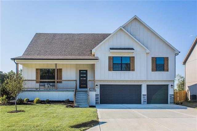 $435,000 - 3Br/3Ba -  for Sale in Moreland Village, Blue Springs