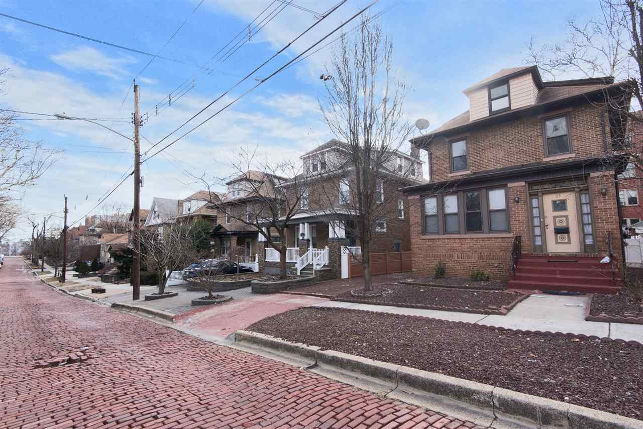 $699,900 - 5Br/3Ba -  for Sale in North Bergen