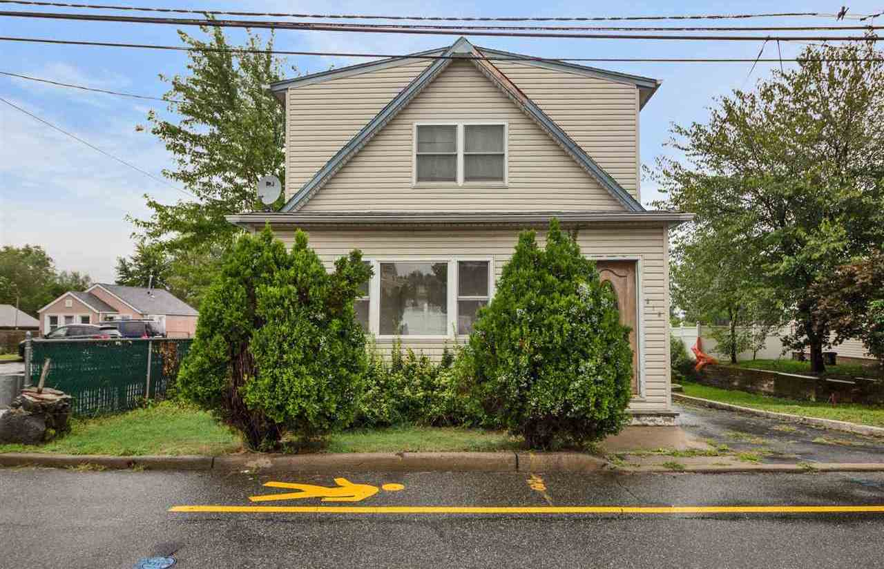 $525,000 - 3Br/2Ba -  for Sale in Secaucus
