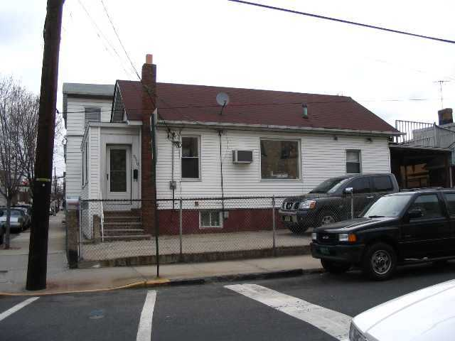 $419,000 - 4Br/3Ba -  for Sale in West New York