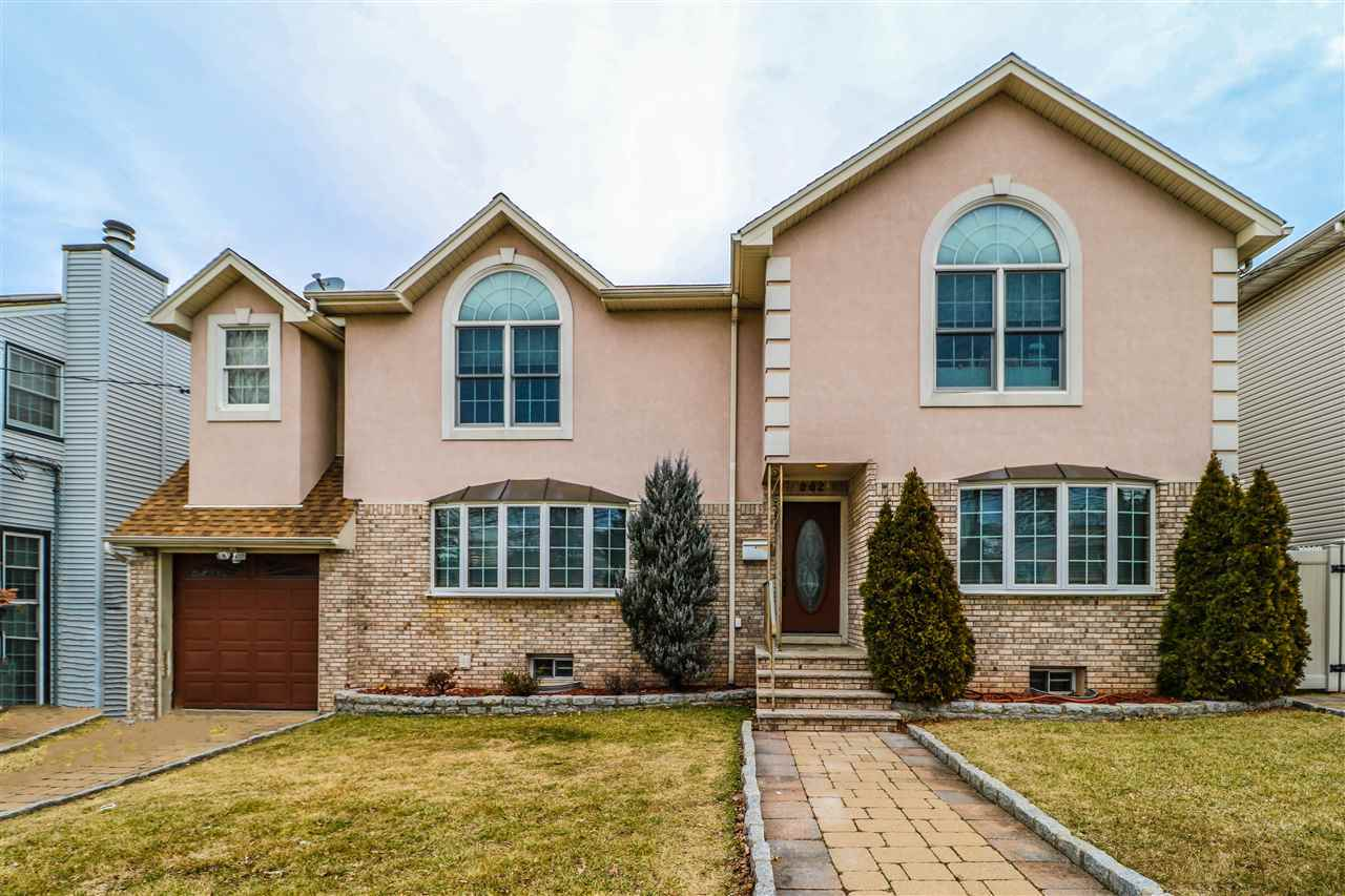 $895,000 - 4Br/4Ba -  for Sale in Secaucus