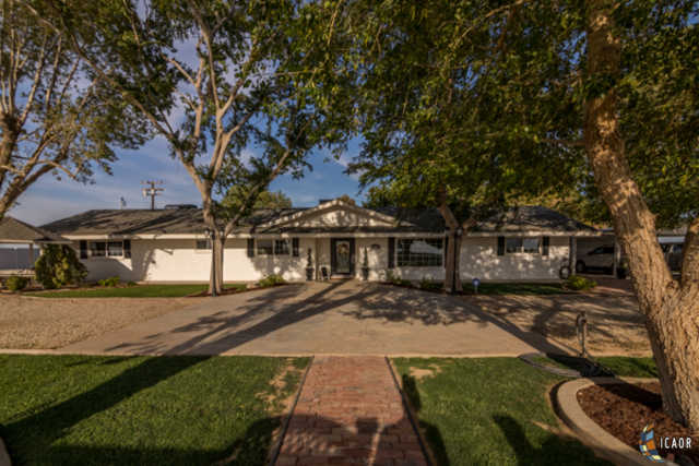 $560,000 - 4Br/4Ba -  for Sale in Brawley
