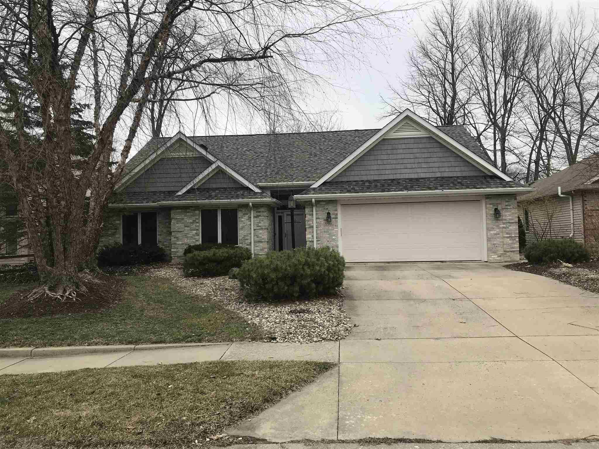 8916 SPRING FOREST Drive Fort Wayne,IN 46804 202009583
