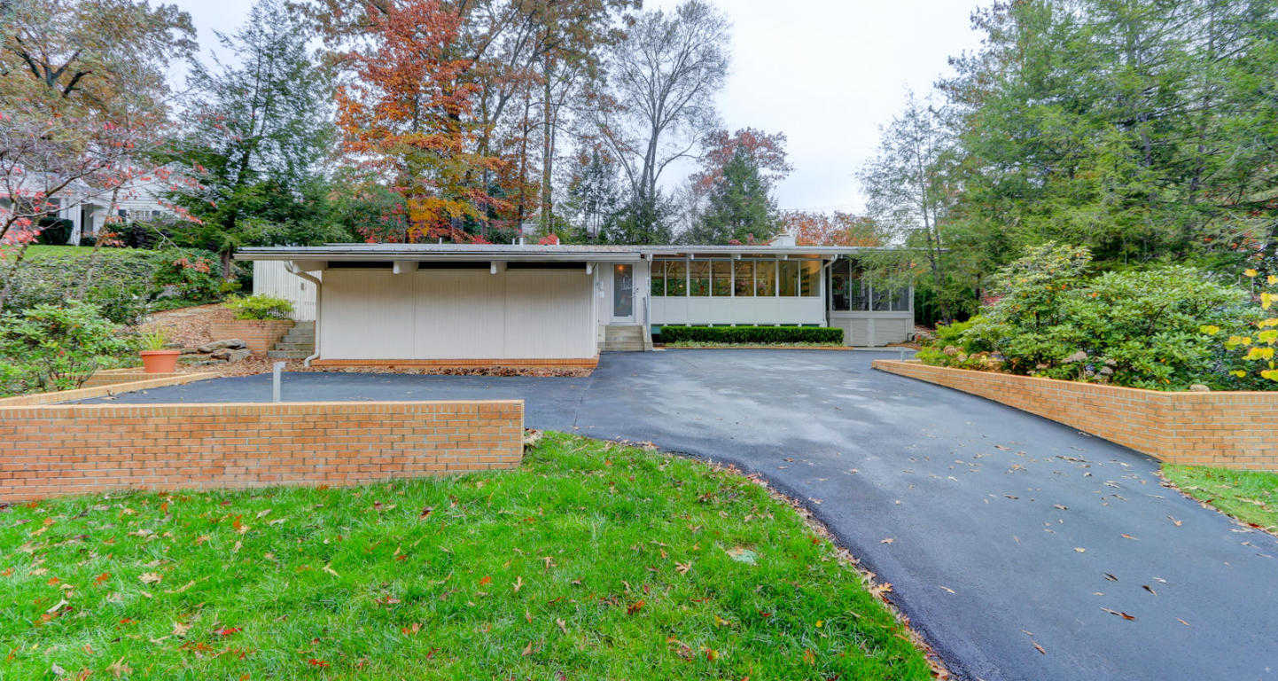 $700,000 - 3Br/3Ba -  for Sale in Sequoyah Hills, Knoxville