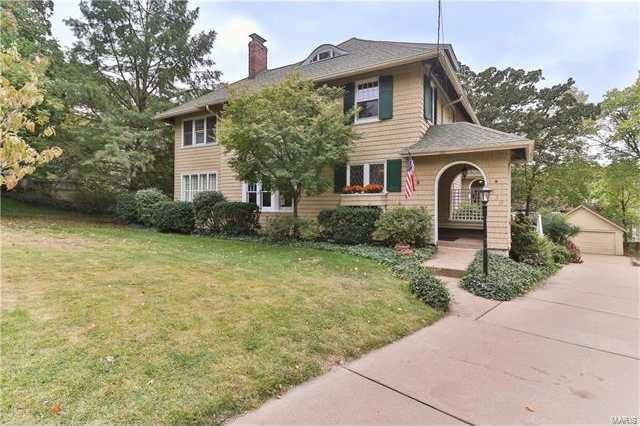 $699,900 - 4Br/3Ba -  for Sale in Algonquin Park, St Louis