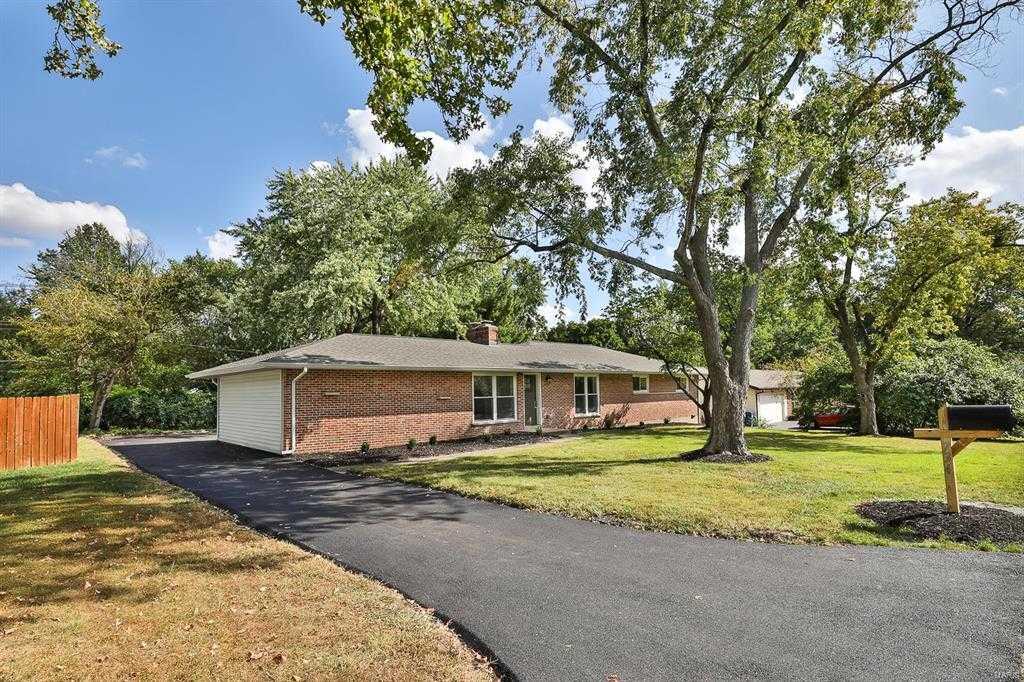$499,900 - 4Br/3Ba -  for Sale in Villa Capri, St Louis