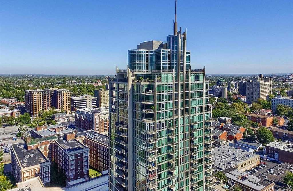 $1,586,500 - 3Br/3Ba -  for Sale in Park East Tower, St Louis