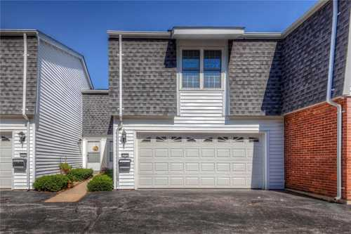 $279,000 - 3Br/3Ba -  for Sale in Parkway Twnhs At Village Green, Chesterfield