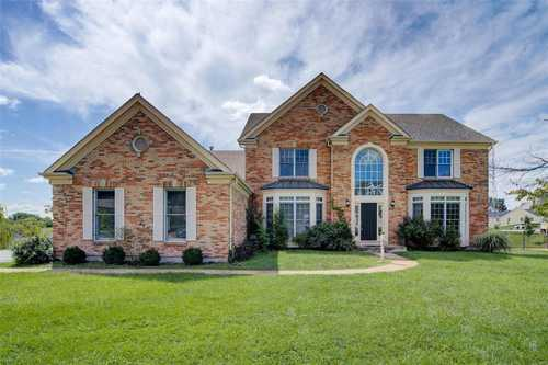 $670,000 - 5Br/4Ba -  for Sale in Manors Of Town & Country Bristol Manor, Ballwin