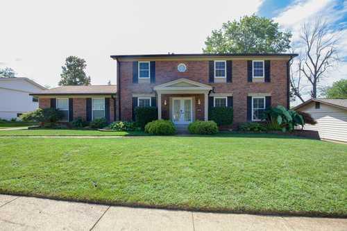 $377,000 - 4Br/3Ba -  for Sale in Fox Creek 1, Ballwin