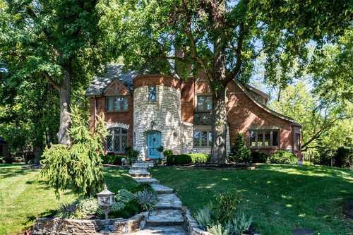 $1,099,000 - 4Br/4Ba -  for Sale in La Hacienda, Ladue