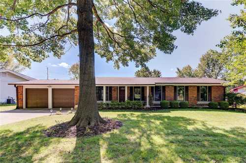 $425,000 - 5Br/3Ba -  for Sale in Old Farm Estate Two, St Louis