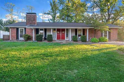 $415,000 - 5Br/3Ba -  for Sale in Oak Tree Farm 2, Ballwin