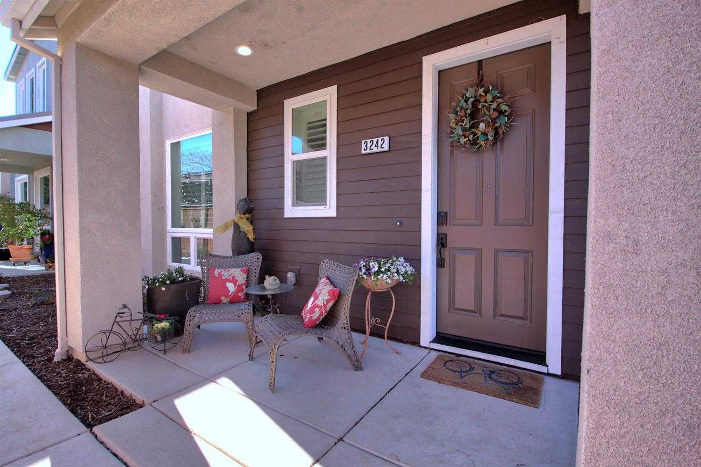 $595,000 - 2Br/3Ba -  for Sale in Willow Creek, Davis
