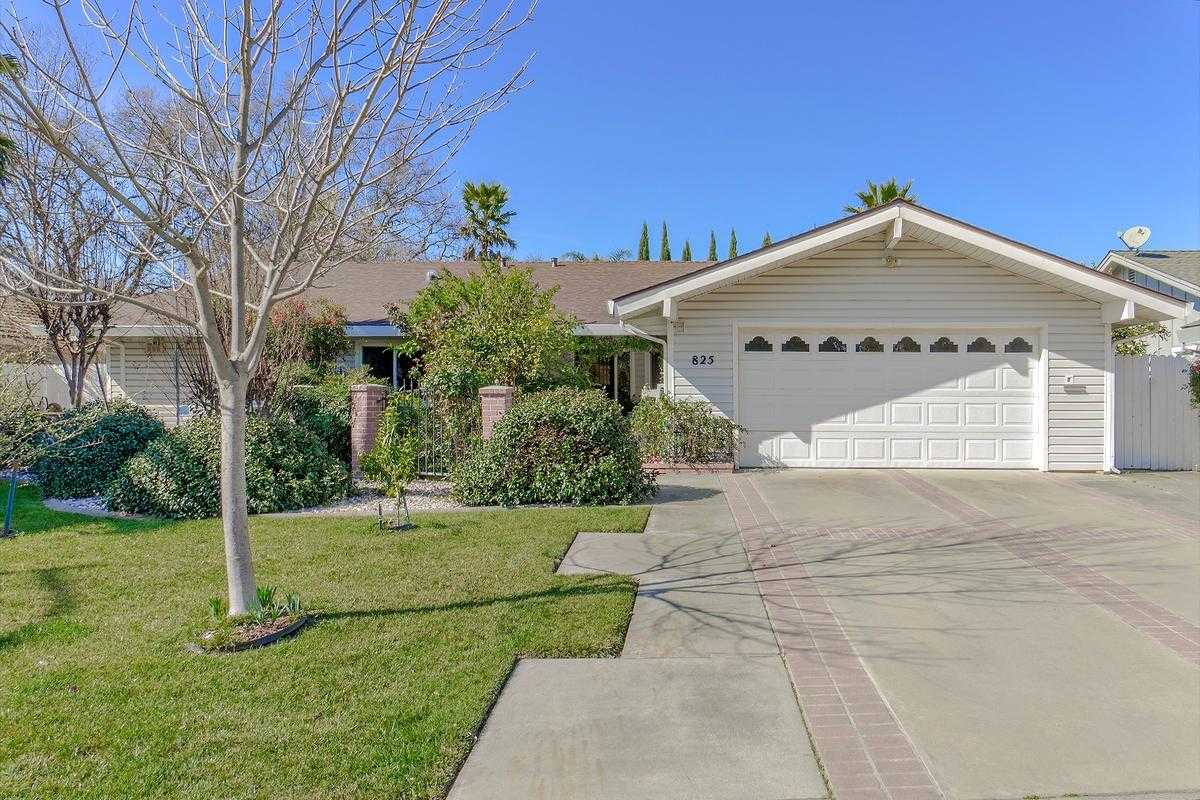 $840,000 - 4Br/3Ba -  for Sale in Davis