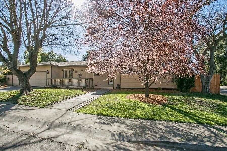 $665,000 - 4Br/2Ba -  for Sale in Ivy Town, Davis