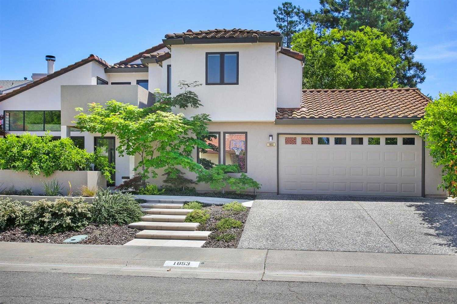 $860,000 - 4Br/3Ba -  for Sale in Davis