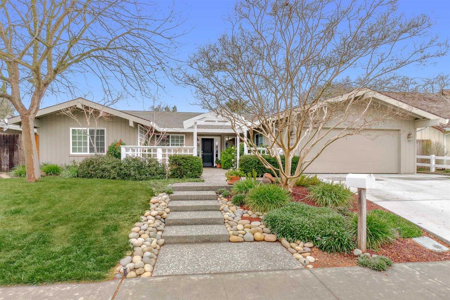 $760,000 - 4Br/3Ba -  for Sale in Stonegate Country Club, Davis