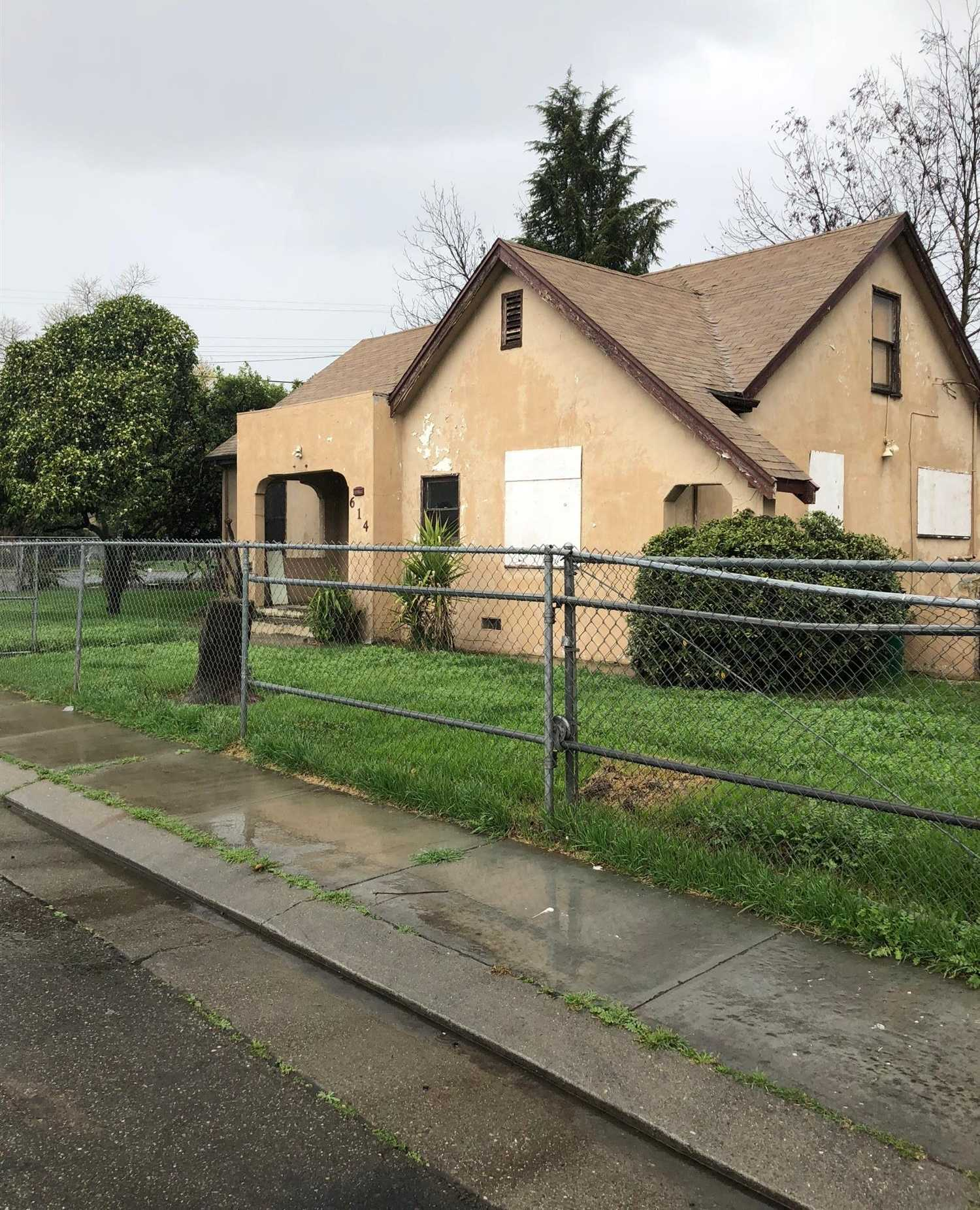 $120,000 - 3Br/2Ba -  for Sale in Stockton