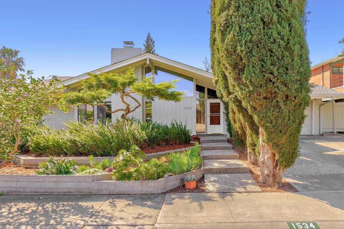 $885,000 - 5Br/3Ba -  for Sale in Davis